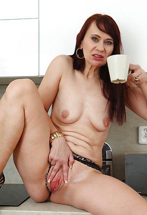 Mature Booty Porn