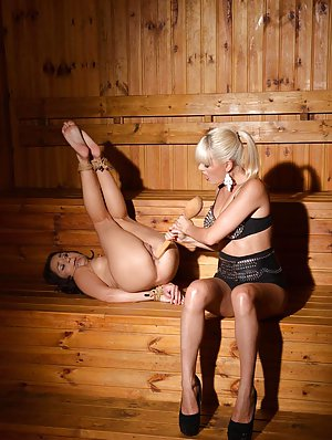 Milf Lesbian Booty Porn